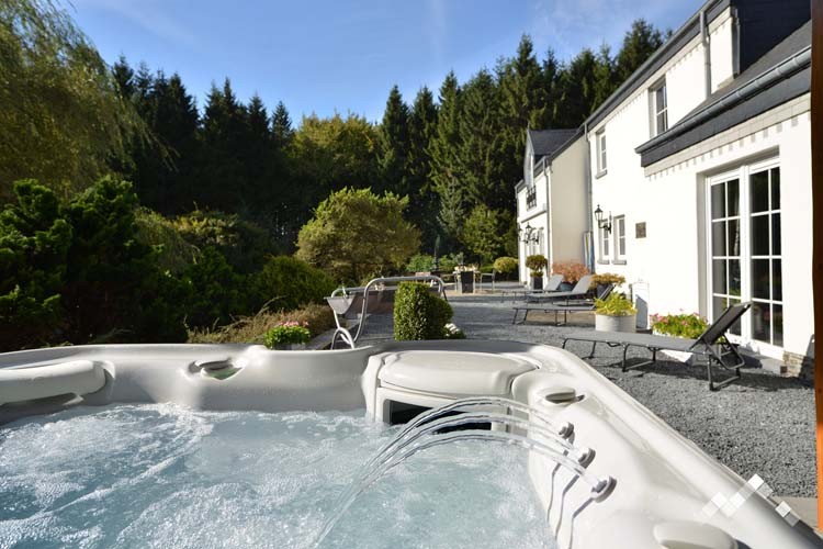 ardenne-residences-houffalize-holiday-house-jardin-d-ardenne-bhou21-jacuzzi-outdoor-news