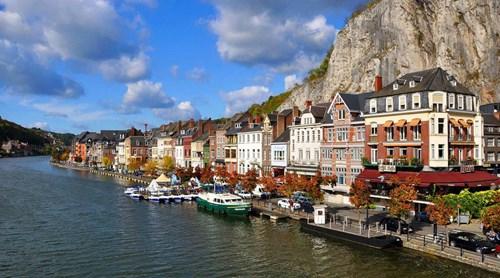Dinant: grotten, restaurants en vakantiehuizen voor uw verblijf